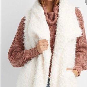 Winter White Super Soft Faux Fur Vest NWT Sz L